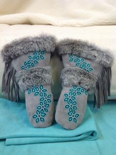 I'd love to make a pair of these.Gauntlets are handmade with genuine leather and fur. All materials used are of superior quality. All of our items are made by a family of Manitoba Native Beading Patterns, Beadwork Designs, Native Beadwork, Beaded Moccasins, Native Design, Nativity Crafts, Beading Projects, Beading Ideas, Native American Beading