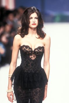 Stephanie Seymour - Chanel Haute Couture Spring/Summer 1995.