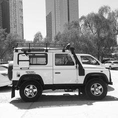 Land Rover Defender 90 white.