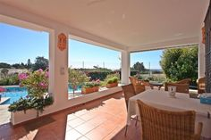 Beachside Villa for sale in Las Chapas, Marbella East, with 4 bedrooms, 3 bathrooms, 1 en suite bathrooms, 2 toilets and has a swimming pool (Private), a garage (Carport) and a garden (Private).