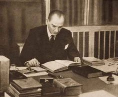 'Atatürk 3 bin 937 kitap okudu' The real leader, founder ,writer, hero and reader M. Turkish Army, The Turk, Great Leaders, World Peace, The Republic, World History, The World's Greatest, Revolutionaries, How To Memorize Things