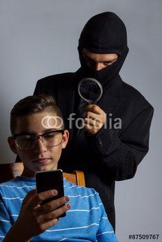 """Laden Sie das lizenzfreie Foto """"Handyspionage"""" von Brilliant Eye zum günstigen Preis auf Fotolia.com herunter. Stöbern Sie in unserer Bilddatenbank und finden Sie schnell das perfekte Stockfoto für Ihr Marketing-Projekt!"""