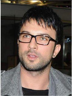 Tarkan Tevetoglu | El famoso cantante Tarkan Tevetoglu, presenta su nueva imagen en ... u even look cute in glasses
