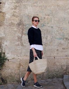 Cropped jumper over white button-down with polka dot skirt. Daily Fashion, Everyday Fashion, Spring Fashion, Winter Fashion, Fashion Outfits, Womens Fashion, Fasion, Look Chic, Mode Inspiration