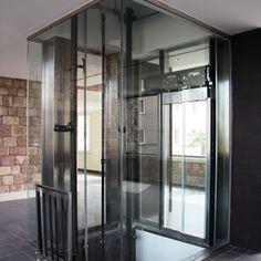 Ascensore personalizzato in vetro e acciaio per Ora Hotel Assisi - Farma S.r.l.