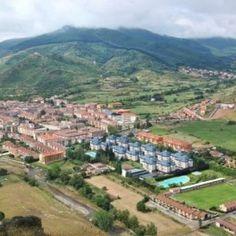 Ezcaray visto desde la Picota de San Torcuato, os recomendamos que subáis como nosotros a disfrutar de estas increíbles vistas #Ezcaray #LaRioja #LaRiojaApetece #Turismo #Rural #Apartamentos #Apartamento #ocio #vacaciones #montaña #hotel #Hoteles