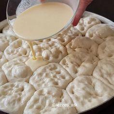 .. En son üzerine sosunu dökelim.. Sos: 2 yumurta 1 Albanian Recipes, Bosnian Recipes, Turkish Recipes, Greek Recipes, Healthy Lasagna Rolls, Breakfast Items, Asian Cooking, Mets, Creative Food