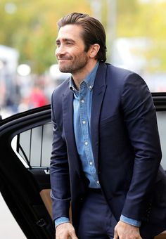 Jake Gyllenhaal leaving the 'Stronger' press conference during the Zurich Film Festival on October 2017 in Zurich, Switzerland. Maggie Gyllenhaal, Hollywood Actresses, Actors & Actresses, Donnie Darko, James Mcavoy, Liam Hemsworth, Chris Pine, Movies, Games