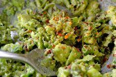 Komkommerrolletjes met avocado-creme Beetroot, Superfoods, Guacamole, Mexican, Ethnic Recipes, Christmas, Salad, Tomatoes, Super Foods
