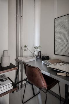 Small Workspace (Karl Gustavsgatan 11B: One Gothenburg Apartment In Two Styles - Gravity)