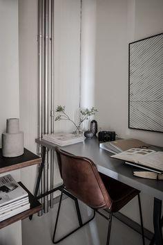Small Workspace (Karl Gustavsgatan 11B: One Gothenburg Apartment In Two Styles - Gravity)
