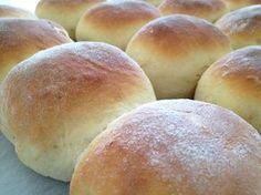 Panecillos de leche esponjosos Pan Bread, Bread Cake, Bread Recipes, Cooking Recipes, Mexican Bread, Chilean Recipes, Empanadas, Bread Rolls, Dinner Rolls