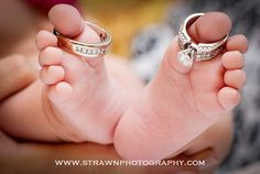 newborn  baby  photo ( I already did this pose on Jilliana ) but its still so cute... :)