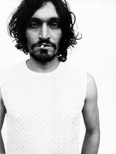 Vincent Gallo People Icon, People Art, Actor Studio, Beautiful Men, Beautiful People, Vincent Gallo, Buffalo 66, Portraits Masculins, People Smoking