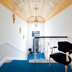 THE CLARENCE Vuonna 1992 U2-yhtyeen Bono ja The Edge –bändi ostivat kahden tähden hotellin ja muuttivat sen neljän tähden boutique-hotelliksi... Dublin, Boutique, Afternoon Tea, Home Decor, Decoration Home, Room Decor, Boutiques, Interior Design, Home Interiors