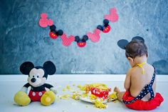 Session baby boy One Years. Smash The Cake Mickey Mouse, 12 months.