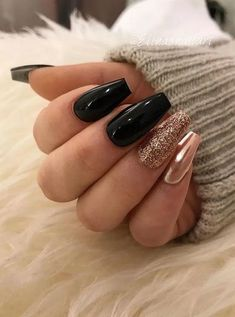 Color gold 50 Jaw-Dropping Designs for Black and Gold Nails That Will Make You Gasp 50 breathtaking patterns for black and golden nails that will make you gasp Gold Acrylic Nails, Black Coffin Nails, Black Nails With Glitter, Cute Black Nails, Gold Sparkle Nails, Deep Red Nails, Nail Black, Stiletto Nails, Pink Glitter