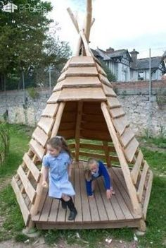 Pallets + Logs = Teepee for a Kids Playground Fun Pallet Crafts for Kids Pallet Sheds, Pallet Cabins, Pallet Huts & Pallet Playhouses