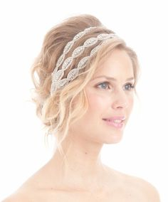 titlePublished  April 2, 2012  at 530 � 640 in Trend Alert! Say Goodbye to Veils�. And Hello to Headpieces!? PreviousNext ?title found on SocietyBride.com