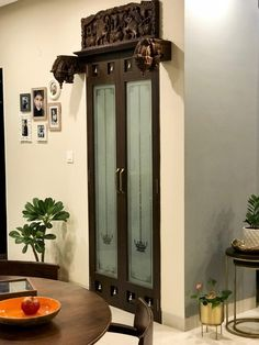 Interior plan ideas How to decorate a puja room door? Home Door Design, Pooja Room Door Design, Main Door Design, Home Interior Design, Ethnic Home Decor, Indian Home Decor, Indian Home Design, Indian Room, Temple Design For Home