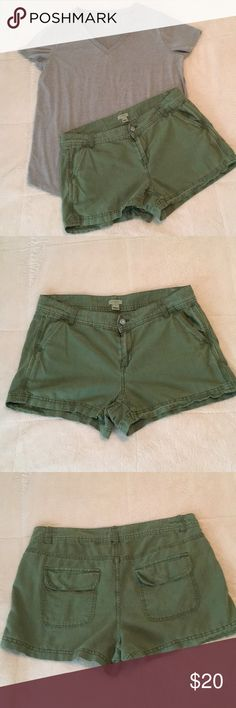 J.crew shorts size 6 J.crew shorts size 6, 2 1/5 inseam, grey top not included J. Crew Shorts