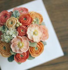 애정하는 #꽃 들로 한가득 피운#앙금플라워떡케이크 #디스토리케이크 에서는 천연가루로 조색하여 #떡케이크 를 만듭니다…
