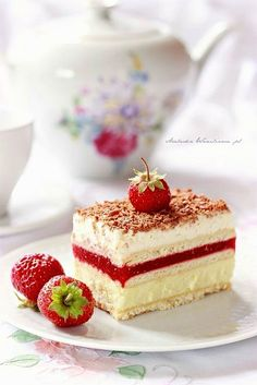 Arabeska : 3 bit truskawkowy Clotted Cream, Sweet Pastries, Tea Sandwiches, Strawberry Recipes, Vanilla Cake, Afternoon Tea, Creme, Breakfast Recipes, Bakery