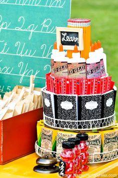 """Una preciosa """"tarta"""" de cosas para el cole! / A lovely """"cake"""" of school supplies!"""