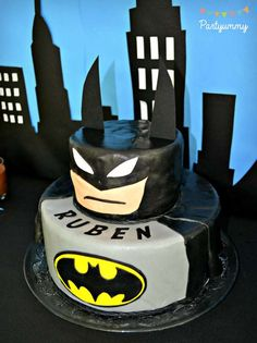 How Awesome Is The Batman Cake At This Superhero Birthday Party See More