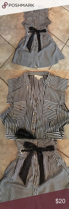 BOUTIQUE dress💓 Purchased at a local boutique worn a few times in excellent condition. Black and white striped dress with silver buttons all the down the front with a black ribbon tie. On the back is a corset like tie and that can be adjusted. I wore this with black Capri leggings and heels. No stains or holes. Double Zero Dresses