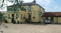 Pet Friendly Bed and Breakfast Holiday Accommodation in England. Pet Friendly Holidays, Pet Friendly Hotels, Holiday Accommodation, Exposed Beams, Staycation, Holiday Destinations, Campsite, Hare, Bed And Breakfast