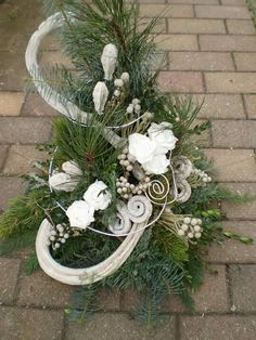 - Dead Sunday arrangement more - Christmas Flower Decorations, Christmas Flower Arrangements, Ikebana Flower Arrangement, Christmas Planters, Ikebana Arrangements, Christmas Wreaths, Funeral Floral Arrangements, Modern Flower Arrangements, Cemetery Decorations