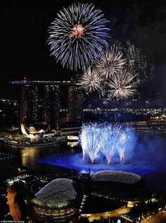 New Year's fireworks in Marina Bay, Singapore