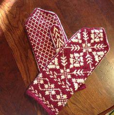 Ravelry: Edderkoppvott / Spider Mittens pattern by Annemor Sundbø Crochet Mittens, Mittens Pattern, Knitted Gloves, Knitting Charts, Hand Knitting, Knitting Patterns, Knitted Christmas Stockings, Christmas Knitting, Norwegian Knitting