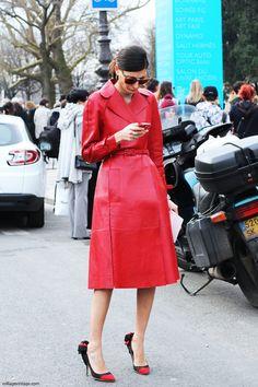 Abrigo de cuero rojo de Valentino