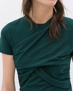 DRAPPERAD T-SHIRT från Zara