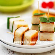 Indonesian Desserts, Indonesian Cuisine, Asian Desserts, Savoury Finger Food, Asian Cake, Malay Food, Easy Eat, Traditional Cakes, Snack Recipes