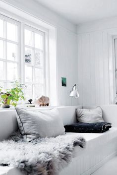 An interior pro lets us in on the secret to pulling off a monochromatic white living room; plus, 20 images that will inspire you to make it work in your own home. Living Room White, Home And Living, Cozy Living, Style At Home, Ideas Hogar, Scandinavian Home, Home Furniture, Furniture Shopping, Online Furniture