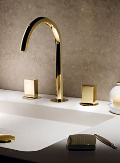 Robinetterie OR - Fantini Rubinetti Gold Bathroom Faucet - 3 hole Bathroom Tapware, Bathroom Fixtures, Tile Bathrooms, Gold Bad, Gold Faucet, Gold Bathroom Faucet, Basin Mixer, Plumbing Fixtures, Home Hardware