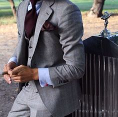 An update on the classic gentleman look. Style Gentleman, Gentleman Mode, Dapper Gentleman, Best Street Style, Men With Street Style, Mode Masculine, Mens Fashion Blog, Suit Fashion, Style Fashion