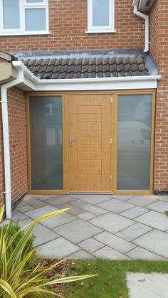 Irish Oak Palermo @SolidorLtd Composite Doors including satin side panels and brushed aluminium swan style handle. Installed in Mansfield, Nottingham. For a free quotation call us on 01158 660066 visit http://www.thenottinghamwindowcompany.co.uk or pop into our West Bridgford showroom.