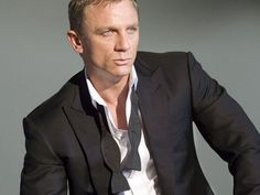 Who is excited for Skyfall? Daniel Craig as James Bond. Tom Ford James Bond, James Bond Tuxedo, James Bond Skyfall, Daniel Craig James Bond, Suit Fashion, Mens Fashion, Fashion Tips, Tom Ford Suit, Grown Man