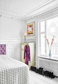 A bohemian-style apartment with high ceilings, white walls and decorated stucco in #Copenhagen! This apartment belongs to the #Danish actress Paprika Steen.