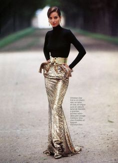 Christy Turlington in Christian Dior by Arthur Elgort, Vogue Paris 1991 News Fashion, Fashion Week, Look Fashion, High Fashion, Womens Fashion, Estilo Glamour, Mode Glamour, Style Haute Couture, Dior Couture