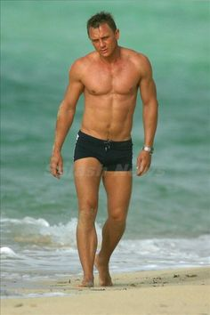 """Daniel Craig………""""THEY"""" SAID: OH! NO!! NO WAY…….YOU KNOW WHAT HAPPENED???…….SO FAR THE BEST JAMES BOND OR """"007"""""""