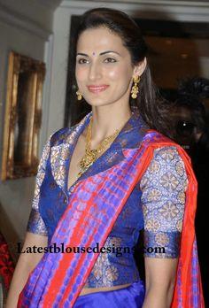 collar neck blouse designs Brocade Blouse Designs, Pattu Saree Blouse Designs, Fancy Blouse Designs, Designer Blouse Patterns, Saree Blouse Patterns, Corset Blouse, Stylish Blouse Design, Blouse Models, Collor