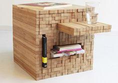 Coup de coeur pour cette création des designers hollandais d'Intussen Studio. Table cubique en bambou qui fait également office de zones de rangement, elle est composée d'une multitude de bâtons qui glissent horizontalement permettant à son utilisateur de créer des étagères ou des espaces de stockage.