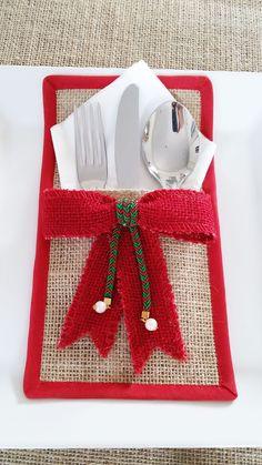 ✔ Diy Table Decorations For Christmas Christmas Sewing, Rustic Christmas, Christmas Diy, Christmas Ornaments, Burlap Crafts, Xmas Crafts, Christmas Projects, Felt Christmas Decorations, Christmas Table Settings