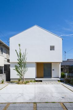 北欧家具とライブラリのある家 | 暮らしの設計室 White Exterior Houses, Dream House Exterior, Exterior House Colors, White Houses, Japanese Modern House, Modern Tiny House, Modern House Design, Villa Design, Facade Design