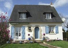 Isn't this the cutest little French cottage? It was the prize in a 2008 Daily Mail contest, which was won by a Mr. and Mrs. Pinches. Even they sound like they came from a fairy tale!